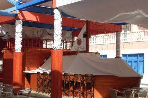 Terraza de centro comercial El Duque Costa Adeje